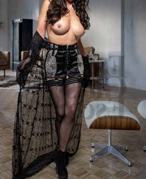 Moussia erotic massage & live escort